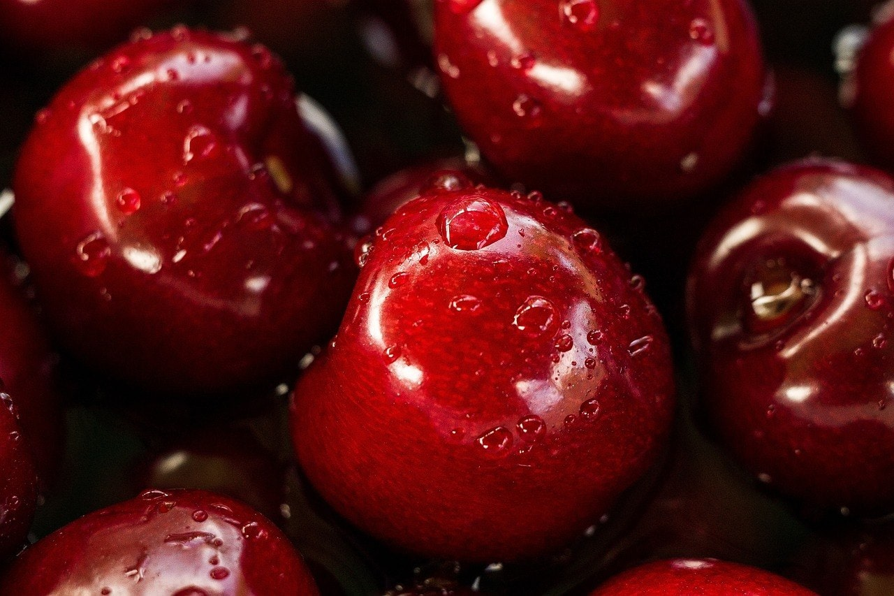 close up cherries without stems